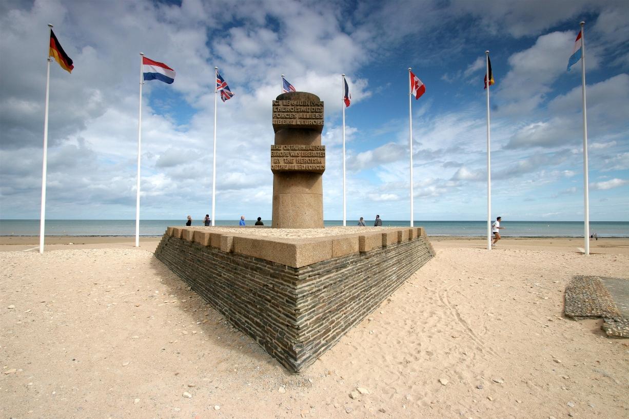 Bernieres-sur-mer-monument-debarquement