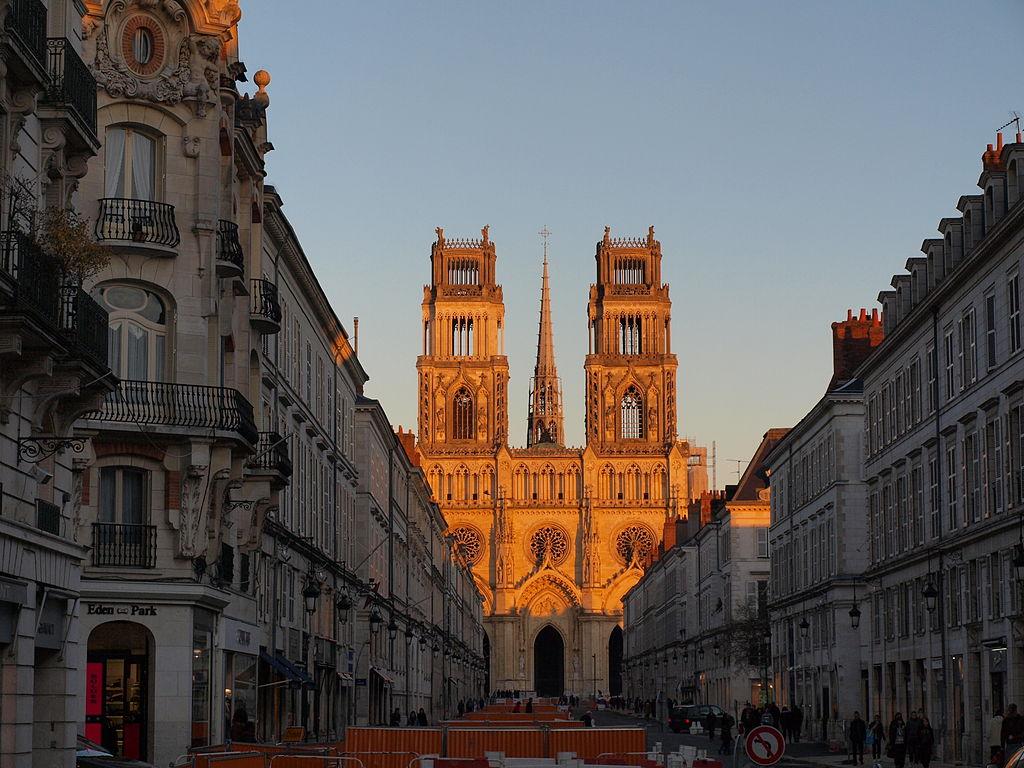 Cathédrale_d'Orléans_vue_de_la_Rue_Jeanne_D'Arc