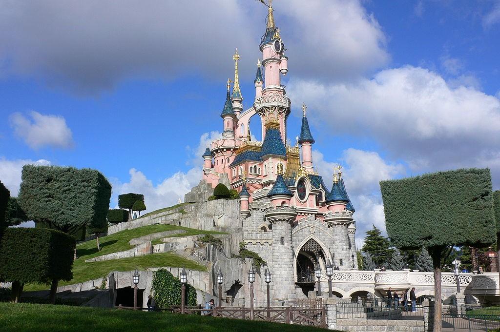 1024px-Sleeping_Beauty_Castle,_Disneyland,_Paris